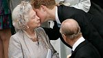 """Princ Harry byl vždycky královnin """"mazlíček""""."""
