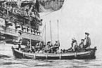 Alexander Selkirk opouští ostrov s anglickými námořníky.