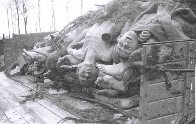 V koncentračním táboře Buchenwald zahynulo přes 56 000 lidí.