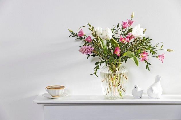 Květinová aranžmá patří k nejkrásnějším dekoracím.