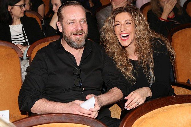 S manželkou Jolanou má herec dvě dcery.