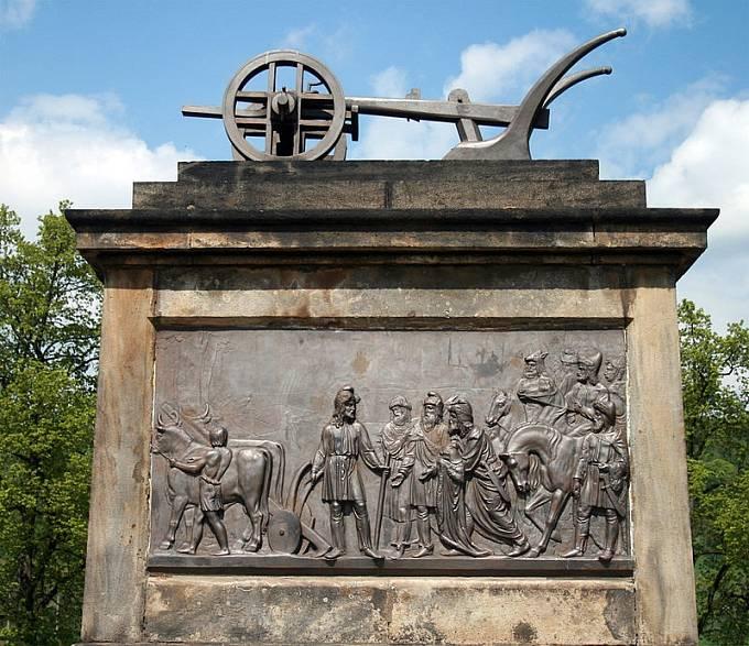 Pomník Přemysla Oráče ve Stadicích na Královském poli