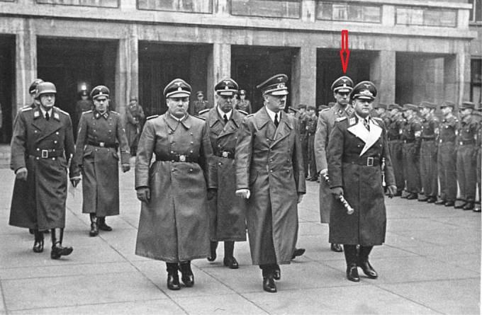 Dr. Karl Brandt byl osobním lékařem Adolfa Hitlera. Patřil do tzv. vnitřního kruhu jeho lidí.