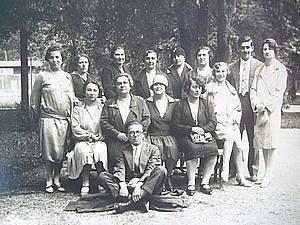 Fotografie sionistů, Gisi je nalevo.