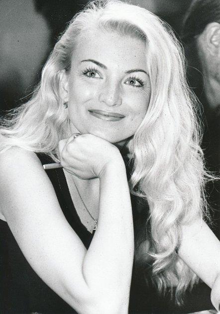 Eva Vejmělková vypadá stejně dobře jako před lety a téměř nestárne.