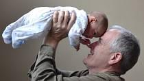 Rodičovství i ve starším věku může být krásné