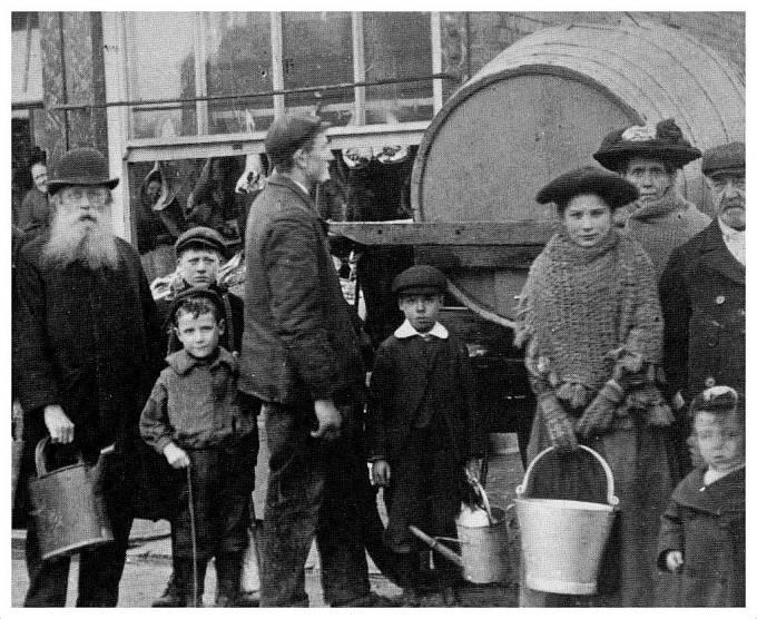 130 lidí zemřelo během zimy 1904/1905 v důsledku epidemie tyfu.