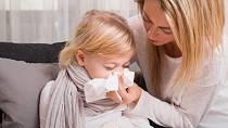 Rýma může být způsobena alergiemi, viry i bakteriemi.