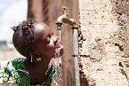 Cholera se často přenáší kontaminovanou vodou.