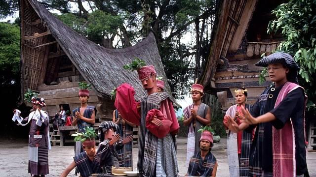 Panenská příroda kolem jezera Toby, ukrývá v okruhu dvou set kilometrů tajemný kmen Bataků