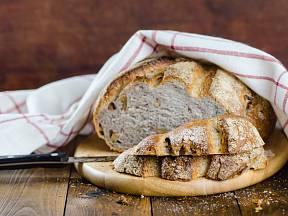 Domácí příprava chleba nemusí být nijak složitá.