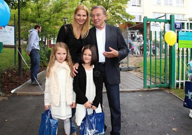 Karel Gott nedal na rodinu dopustit.