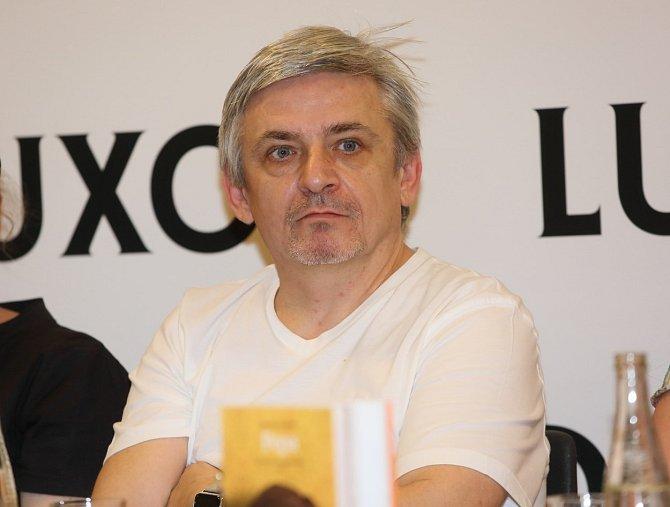 Michal Suchánek v 90. letech podnikal.