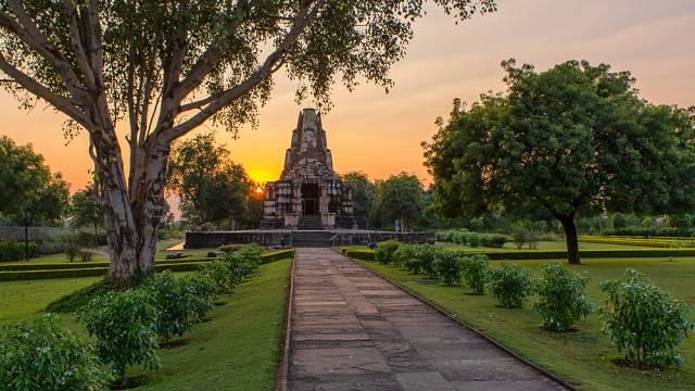 Většina chrámů Khadžuráho byla postavena mezi lety 950 a 1050 n.l. dynastií Čandéllů.
