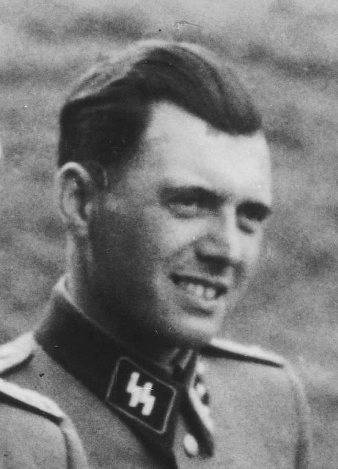 """Nacistický lékař Josef Mengele přezdívaný """"Doktor smrt."""" Margot Elisabeth Dreschel byla jeho velmi úzká spolupracovnice."""