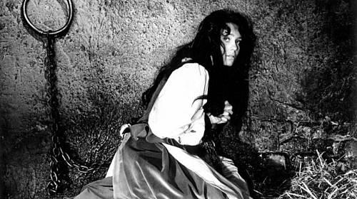 Nadčasový snímek Otakara Vávry Kladivo na čarodějnice z roku 1970 začal objevovat v televizi až po revoluci