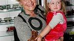 Regina Rázlová s vnučkou