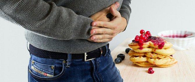 Raději jezte menší porce a častěji, než se přejídat