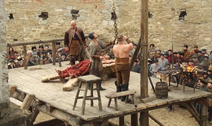 Popravy měly plnit výchovnou funkci, davy je ale pojímaly jako divadelní představení.