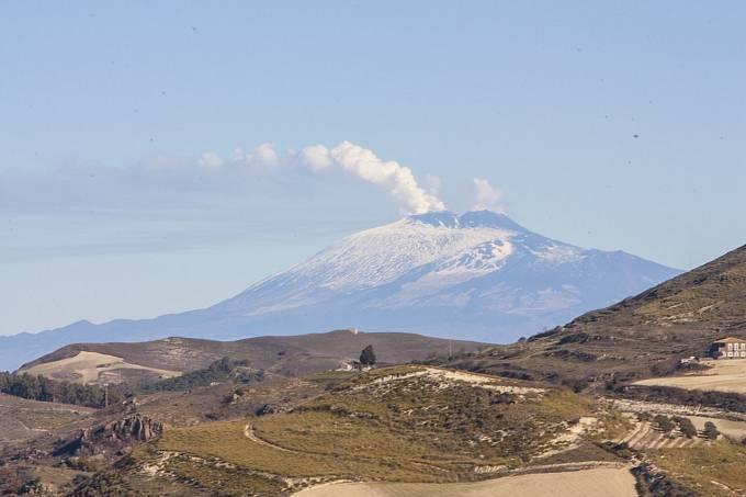 Svatá Agáta chrání před zemětřesením a soptěním Etny.