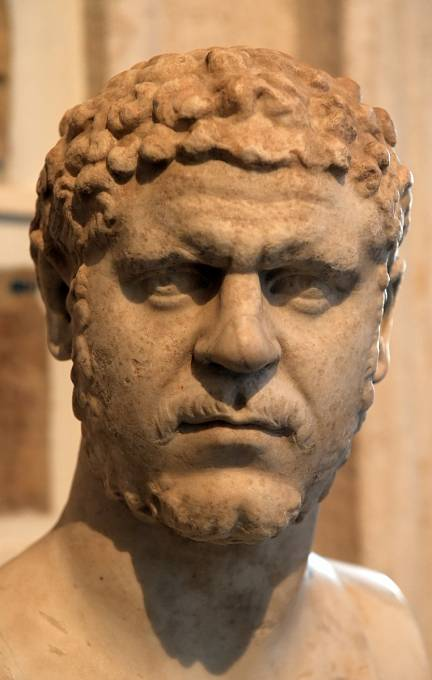 Císař Caracalla se údajně pokusil svést jednu z vestálek. Když neuspěl, nechal ji popravit.