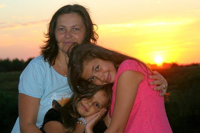 Matka při truchlení občas zapomíná na zbytek rodiny