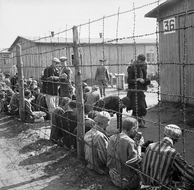 Osvobození Bergen Belsenu, srpen 1945.