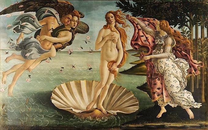 Ani Botticelliho Venuše se nenamáhala příliš zakrývat.