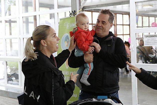 Miroslav Etzler se svou partnerkou a synem