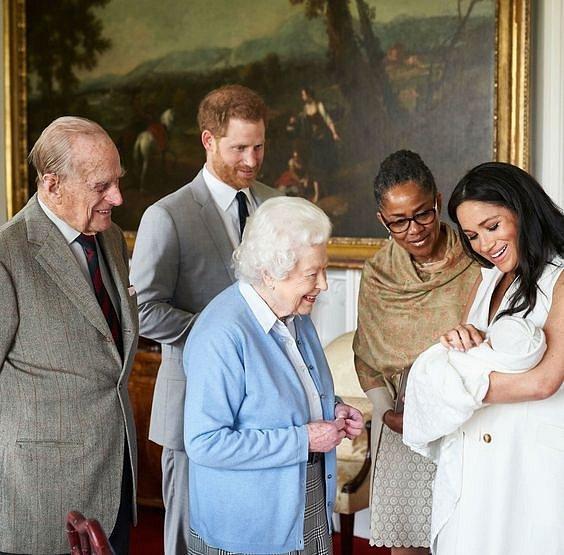 Na jaře se královna seznámila s Archiem.