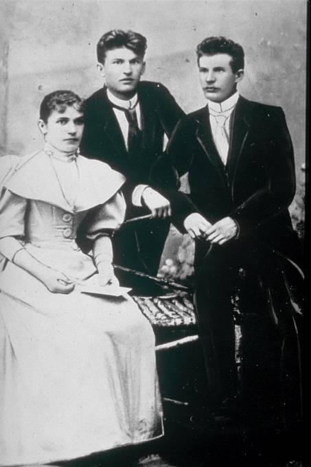 Tomáš Baťa, nejstarší bratr Antonín jejich sestra Anna.