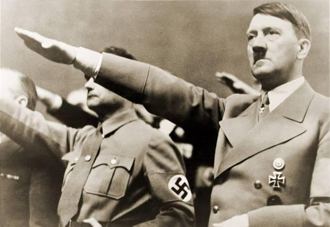 Někteří vykladači Nostradamova díla jsou přesvědčeni, že astrolog předpověděl i vzestup Hitlera.