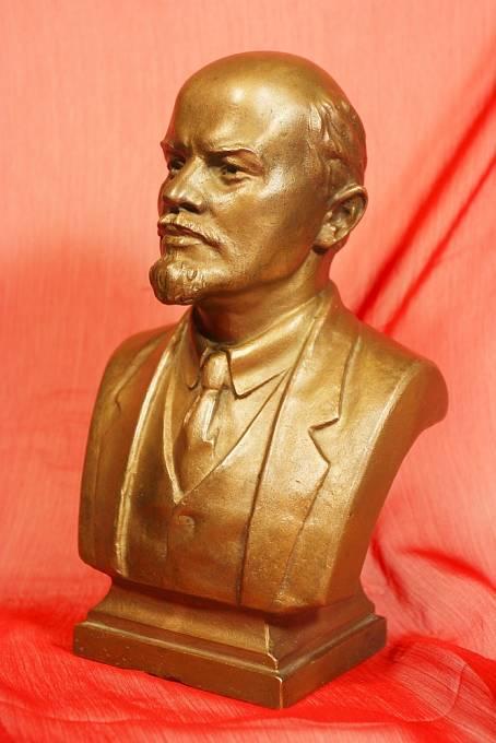 Leninova busta