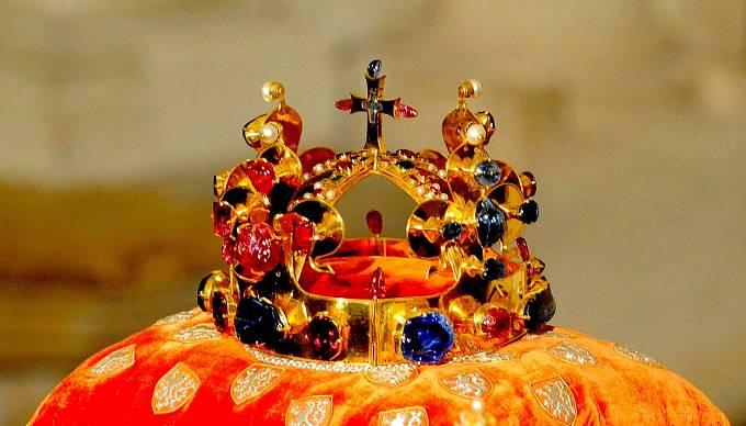 Svatováclavská koruna patří jen na hlavu právoplatných vládců.