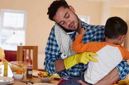 Muž zvládající domácnost je poklad.