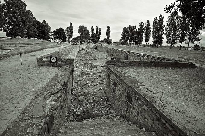 Torzo vstupu do plynové komory v koncentračním táboru Auschwitz.