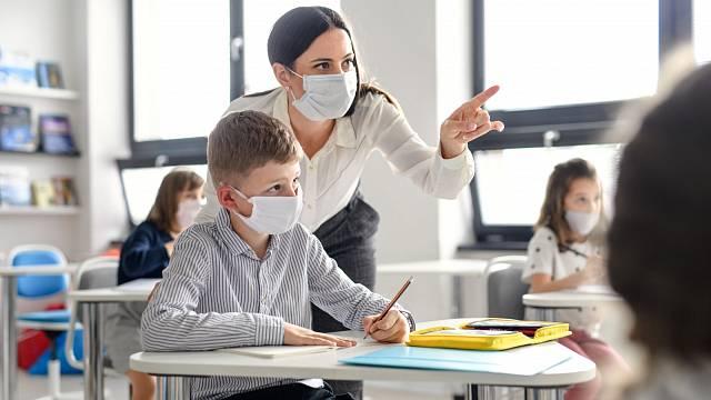Učitelům bylo slíbeno tarifní zvýšení platu o 9 procent.