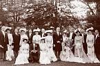 Trpělivost, přijetí a sebeobětování jsou zdůrazněny jako žádoucí vlastnosti pro nevěstu 19. století