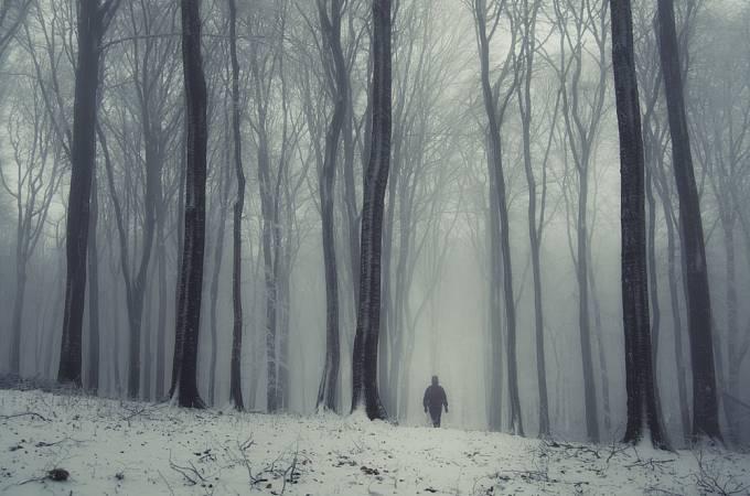 V noci napadl sníh a čeledín měl problém doběhnout do vsi pro pomoc.