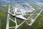 Motory a baterie jsou napájeny turbínou uvnitř křídel, tak jako vysokorychlostní a výkonné dynamo