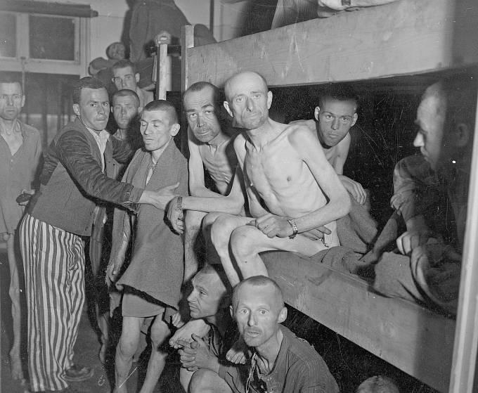Vězni z pobočného tábora Mauthausenu (Ebensee).
