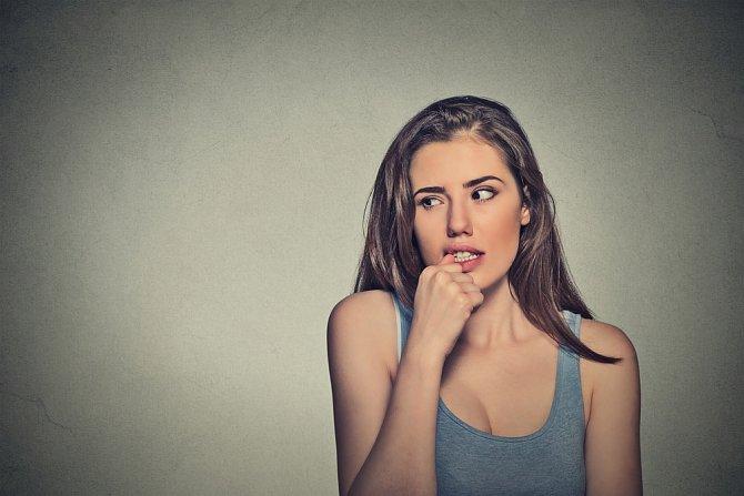 Strach kousání nehtů