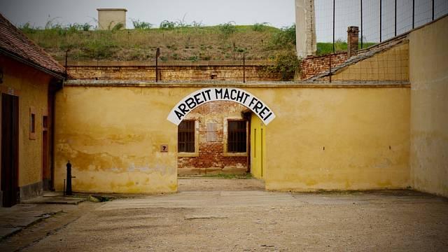 Život v Terezíně byl oproti Osvětimi snesitelný.