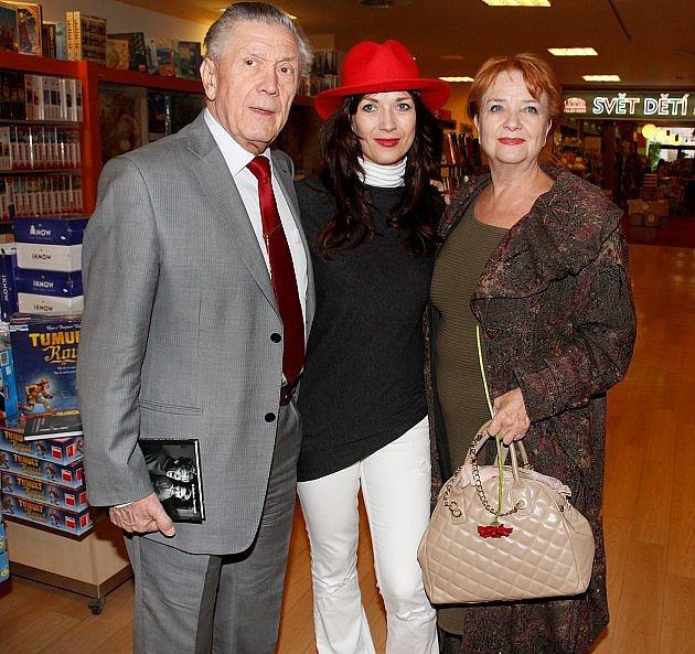 Carmen Mayerová s manželem Petrem Kostkou a dcerou Terezou