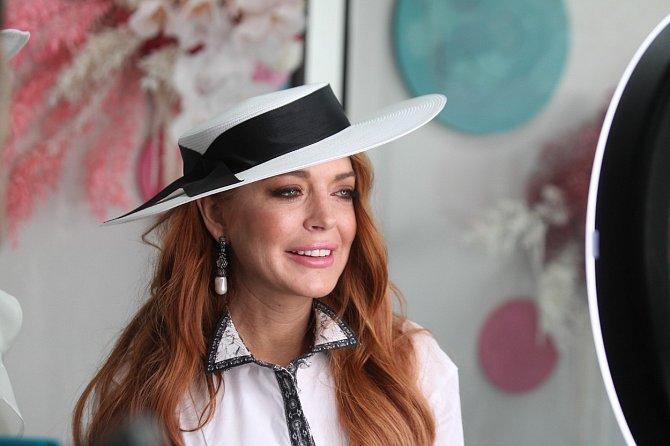 Lindsay Lohan dokáže být za dámu.