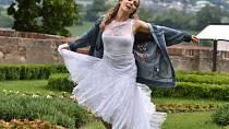 Lucie Vondráčková o druhé svatbě zatím jen sní. Snad se jí brzy poštěstí.