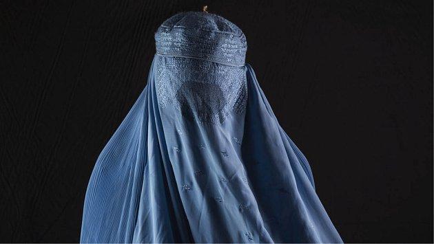 Afghánská žena v burce.
