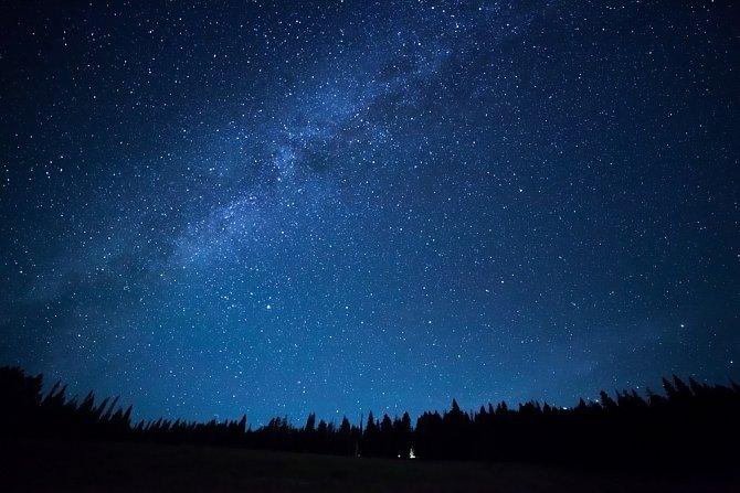 Nebe plné hvězd ovlivňuje lidské životy.