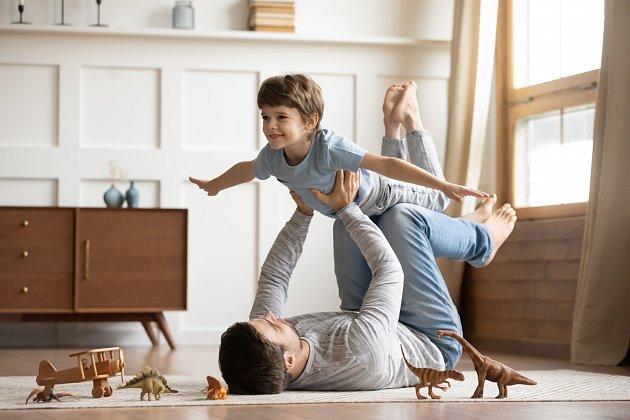 Manžel s dětmi začal trávit víc času.