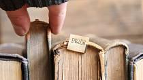 Pomoc hledejte v knihách.